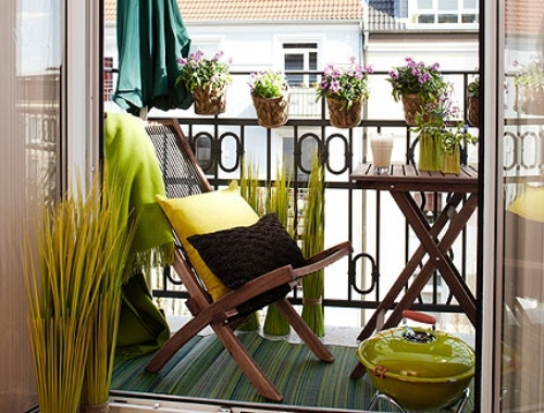 Small Balcony: 7 Tips for a Functional, Beautiful & Organized Balcony